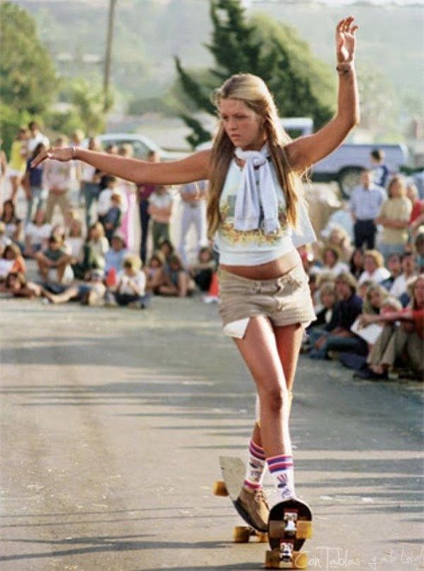 Laura Thornhill Skateboarding