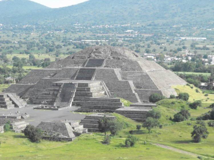 Amazing Pyramids Aztec Moon