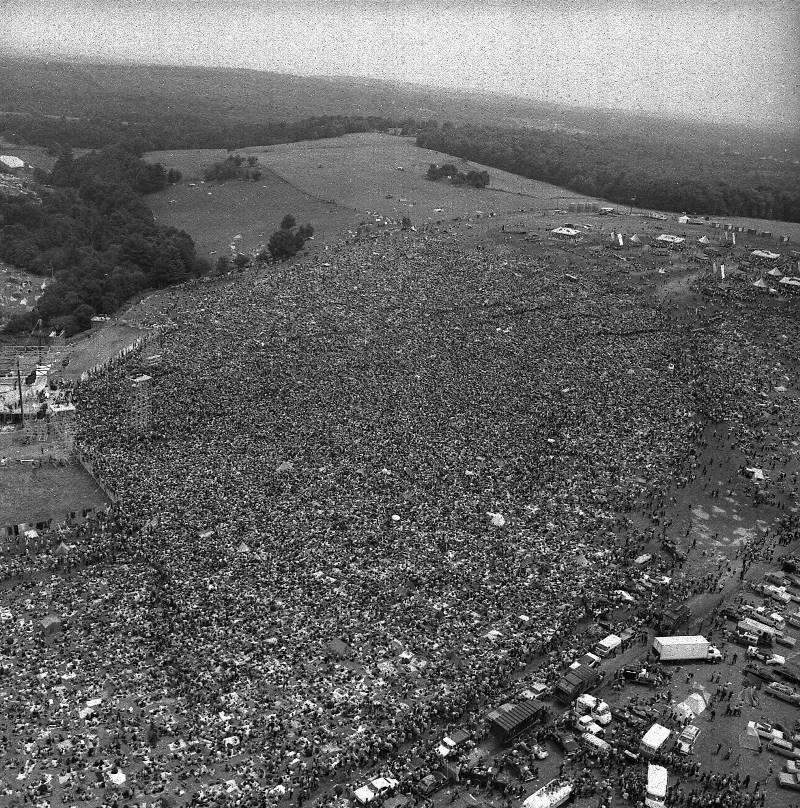 46 Years Ago Today, 500,000 People Descended On A Farm For The Greatest Music Festival Of All Time Aerial-photograph-of-woodstock