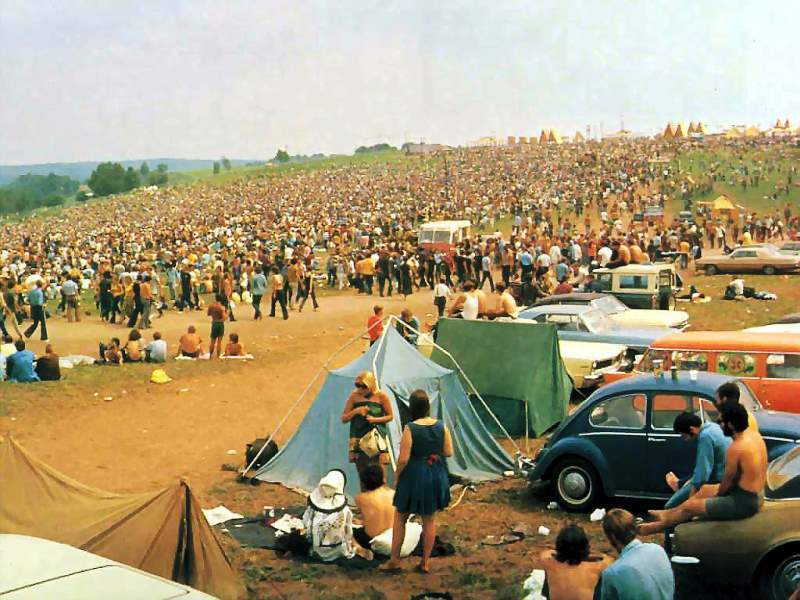 46 Years Ago Today, 500,000 People Descended On A Farm For The Greatest Music Festival Of All Time Panorama-of-woodstock