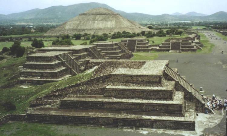 Amazing Pyramids Small Aztec