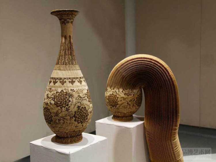 Nontraditional Sculptures Paper Vase