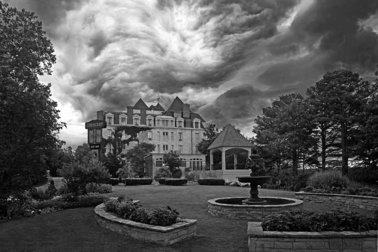 Spookiest Hotels Crescent Clouds