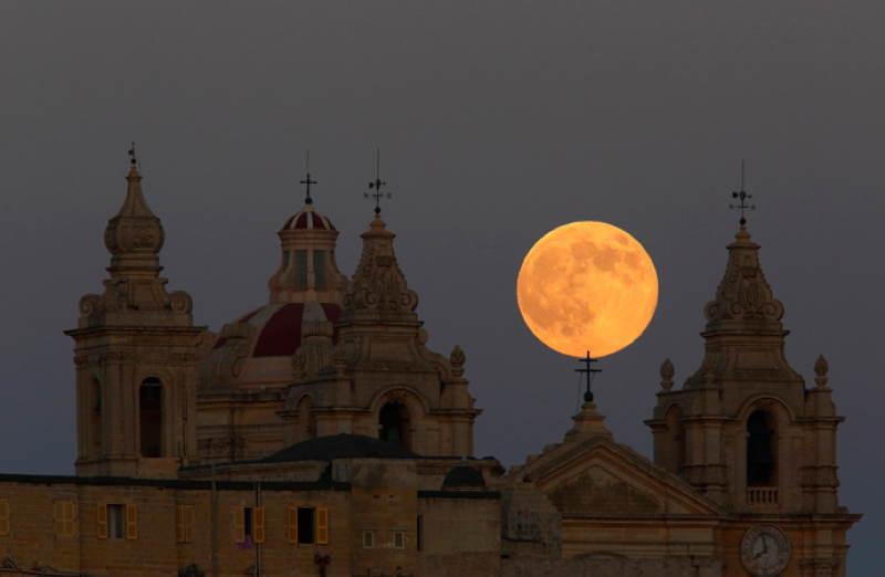 Supermoon Malta