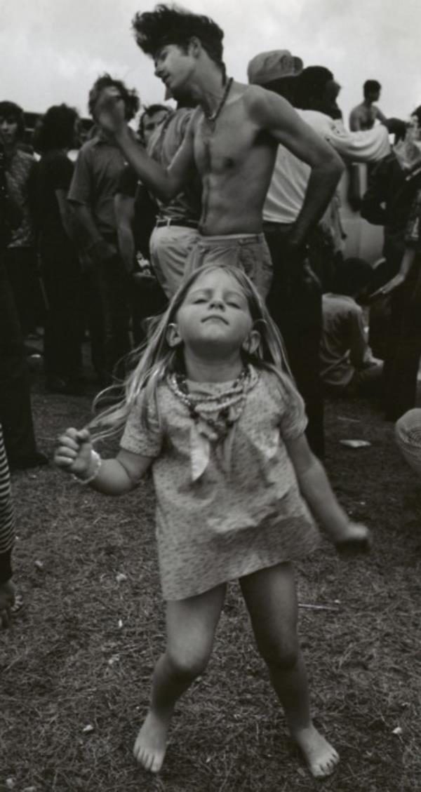 46 Years Ago Today, 500,000 People Descended On A Farm For The Greatest Music Festival Of All Time Young-hippie