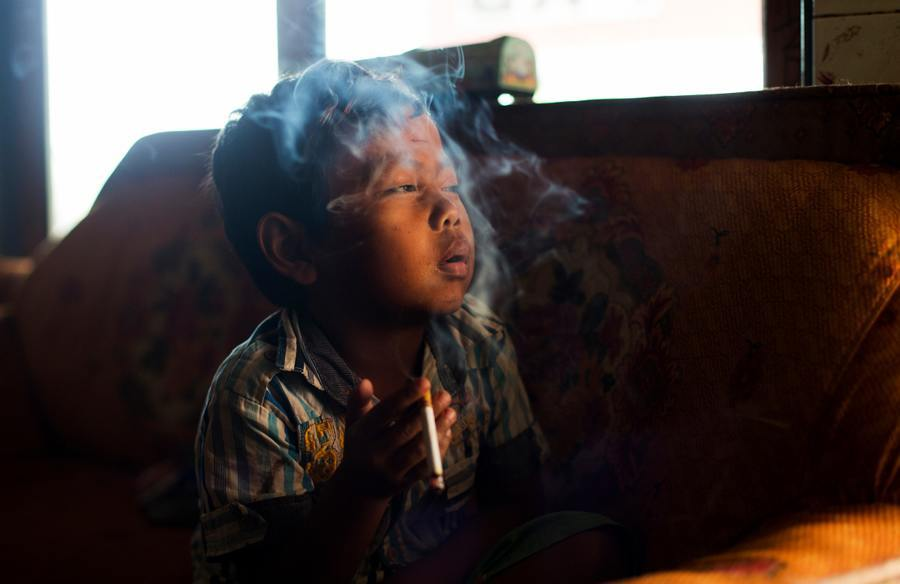 Indonesian Child Smokers Sun