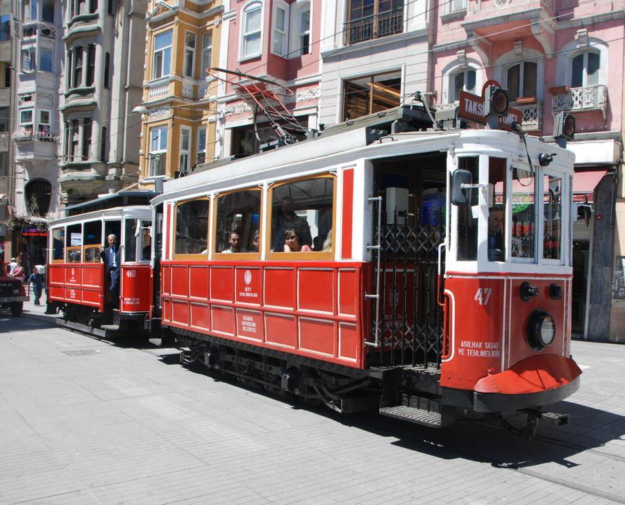 Istanbul Pictures Rue De Pera