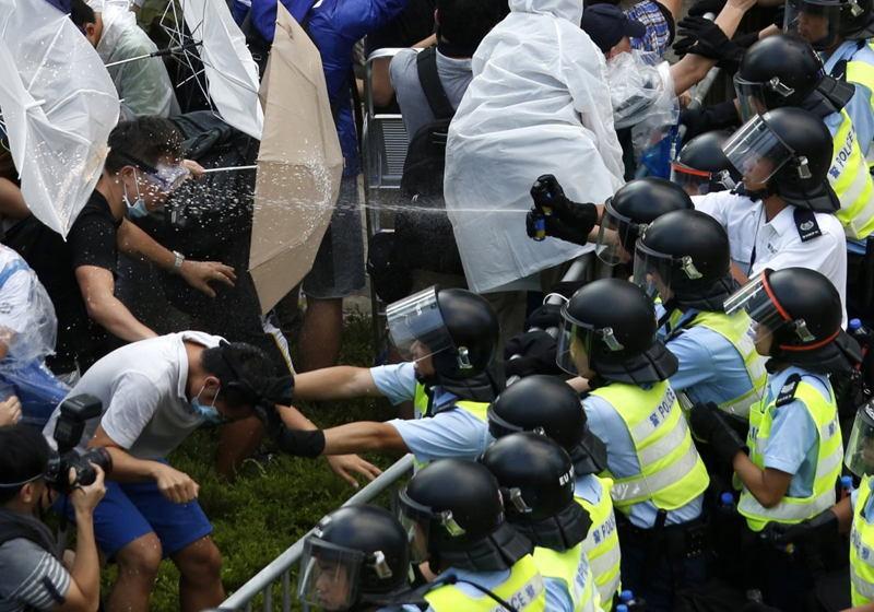 hong-kong-protests-spray-shot