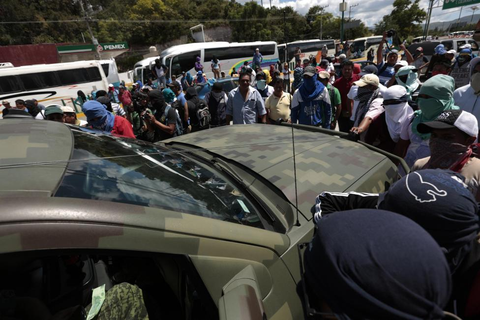 Mexican students blockade military vehicle