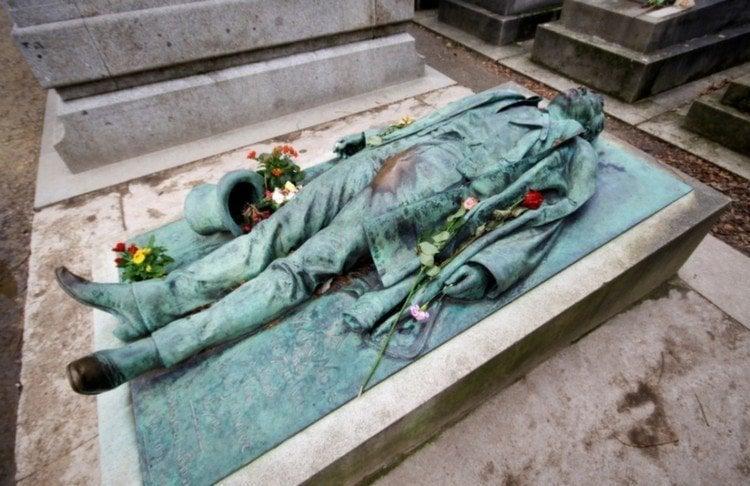Weirdest Cemeteries Pere Grave