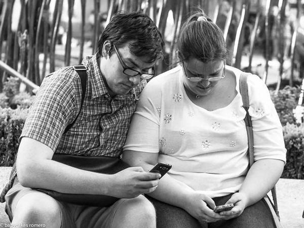 Phones Couple