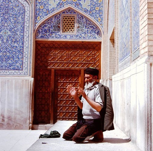 Shah Praying