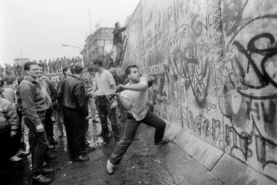 Berlin Wall Swinging