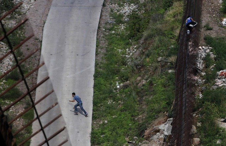 US-Mexico Border Illegal Crossing