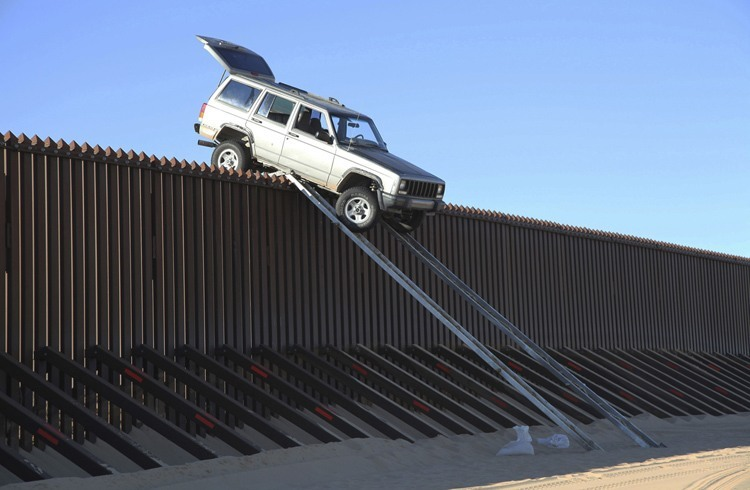 US-Mexico Border Jeep Crossing