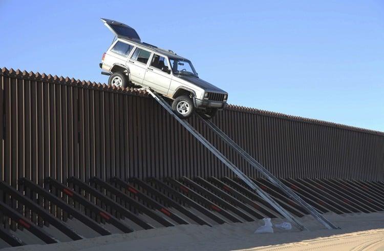 US-Mexico Border Jeep Crossing