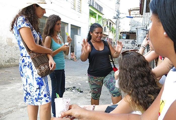Favelas Chatting