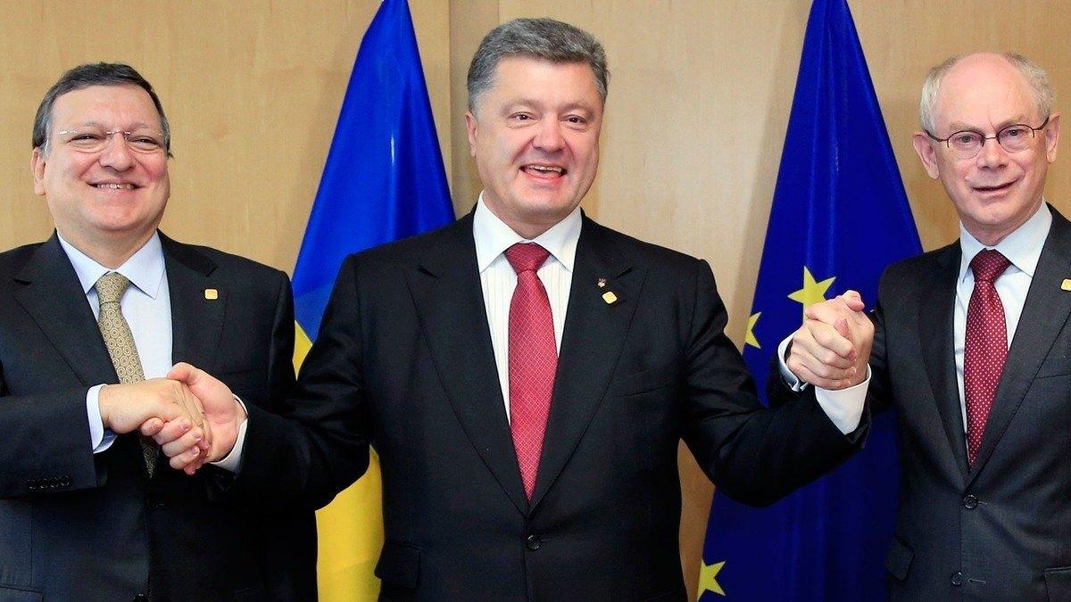 Ukrainian President Signs EU Deal.