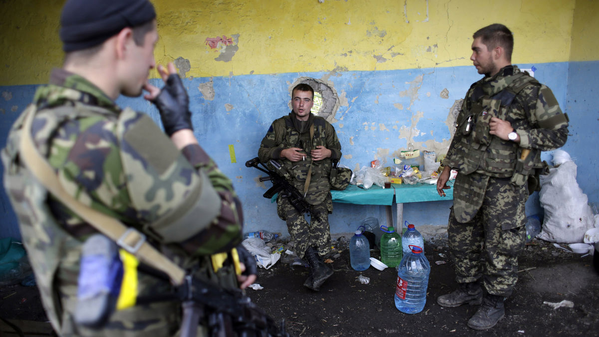 Ukrainian Militia At Lugansk Checkpoint.