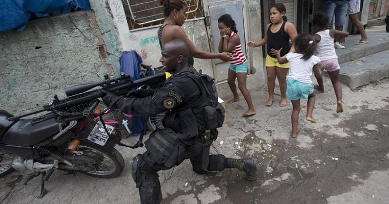 Favelas Soldier And Kids