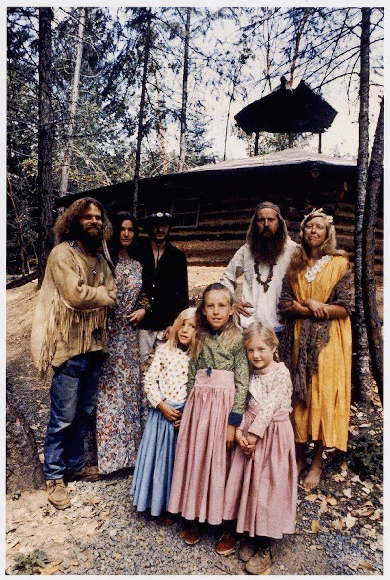 http://all-that-is-interesting.com/wordpress/wp-content/uploads/2014/11/hippie-commune-family-portrait.jpg