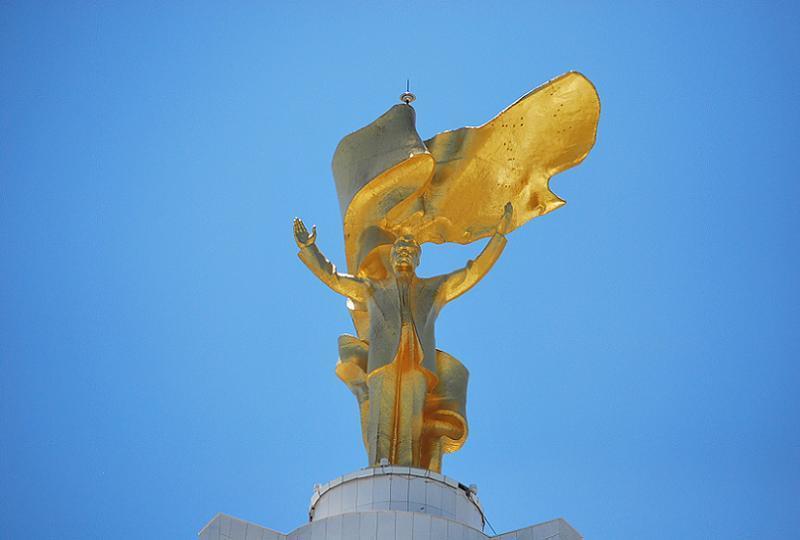 Turkmenistan Niyazov Statue
