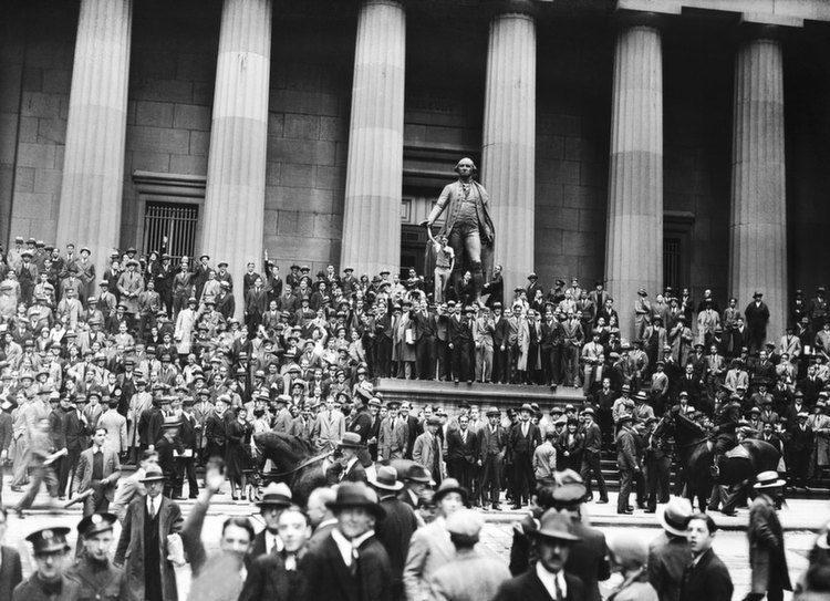 Wall Street Statue