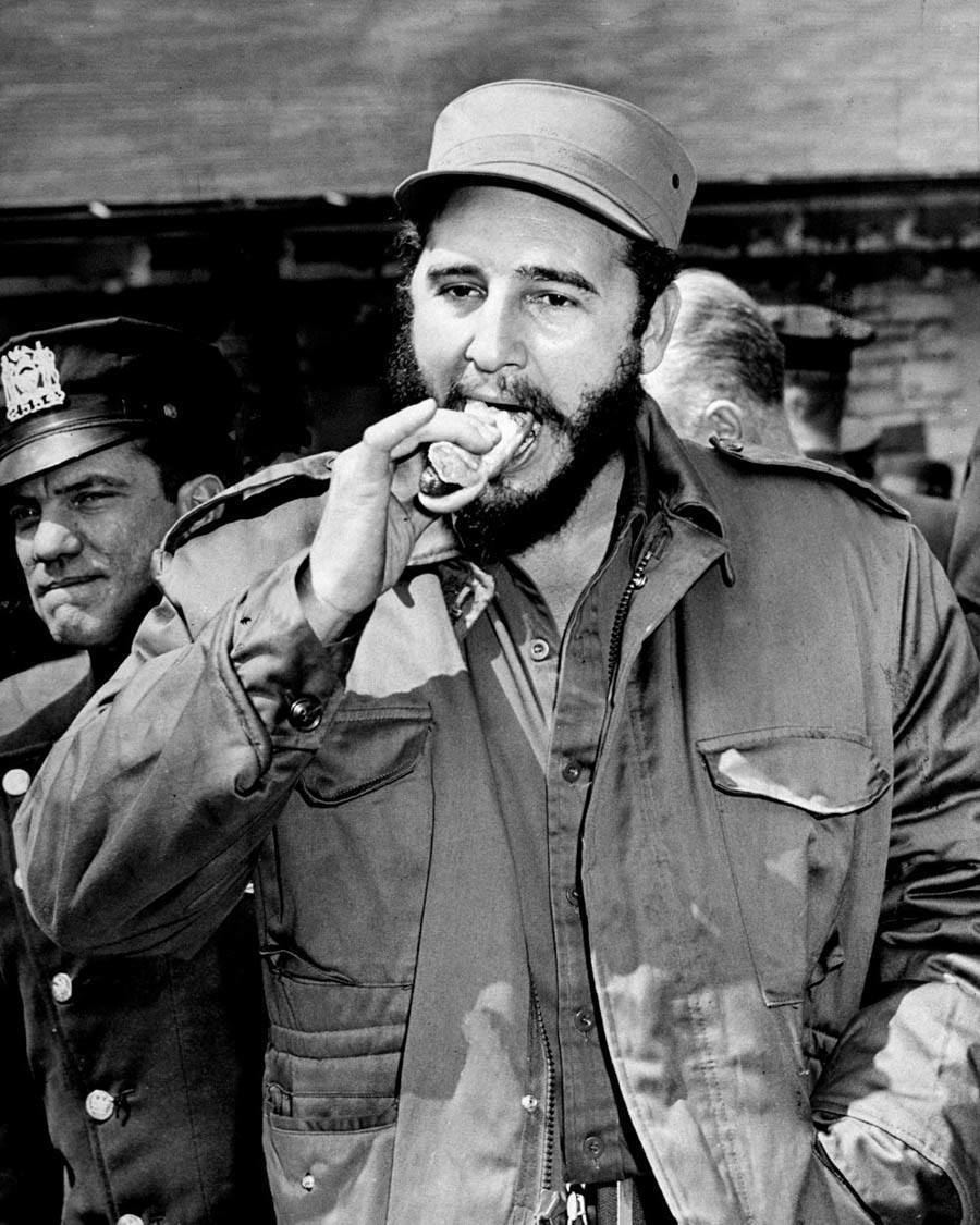 Fidel Castro Enjoys A New York Hot Dog