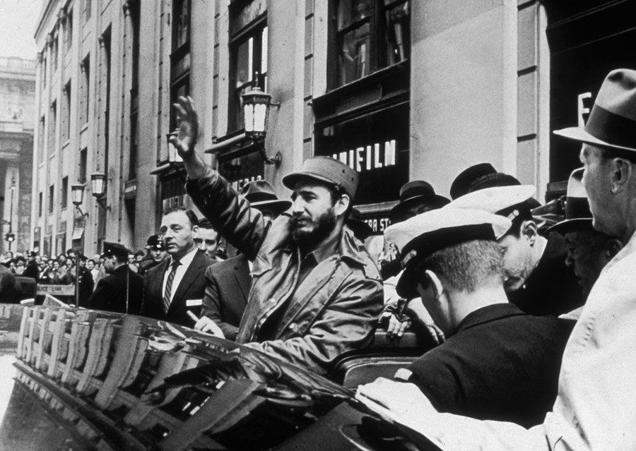 Fidel Castro Photos Waves To Crowd In New York