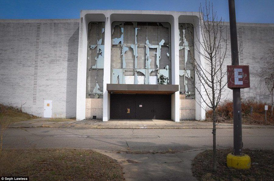 Outdoor Entrance To Rundown Mall