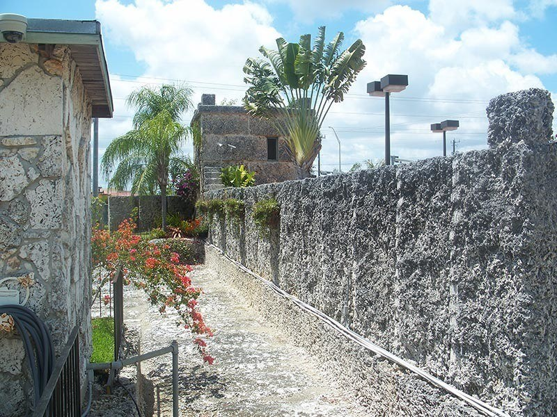 American Kitsch Coral Castle Alleyway