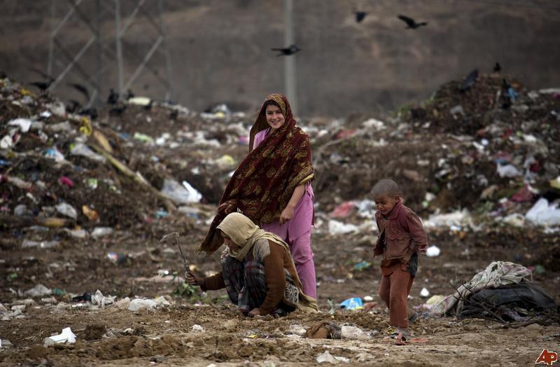 Global Poverty Pakistan Woman