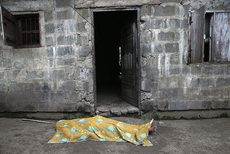 Ebola Victim 2014 Powerful Photos