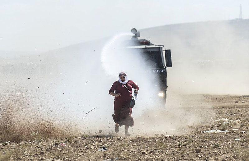 Kurdish Woman Most Powerful Photos of 2014