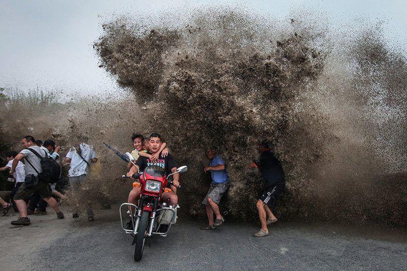 Quiantang River Powerful Photos of 2014