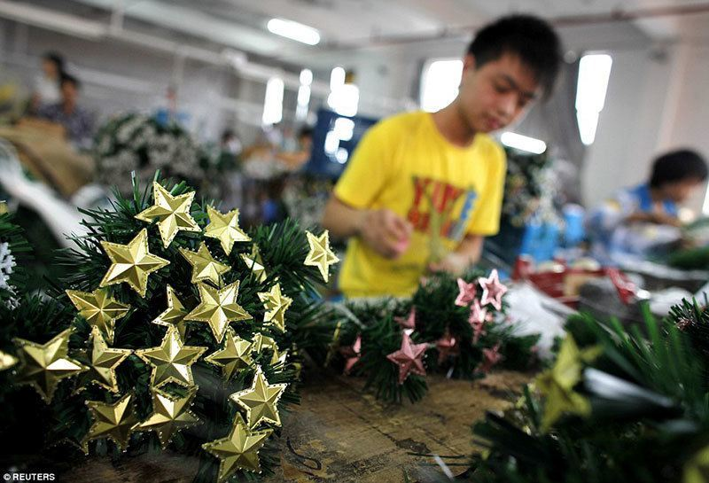 Making Christmas Decorations In Yiwu