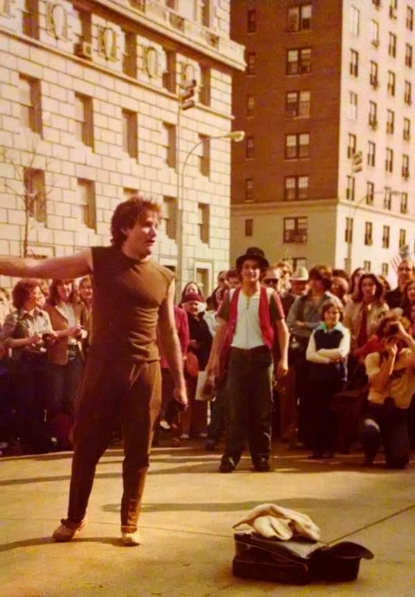 Robin Williams Street Performance 1979