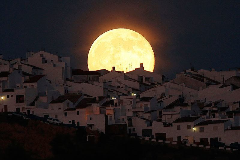 Supermoon 2014 Surprising Photos
