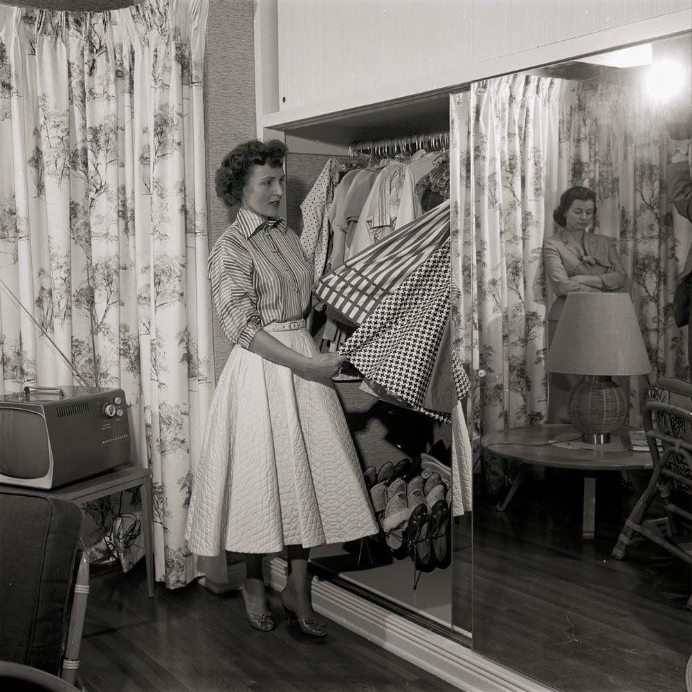 Betty White vintage photo doing laundry.