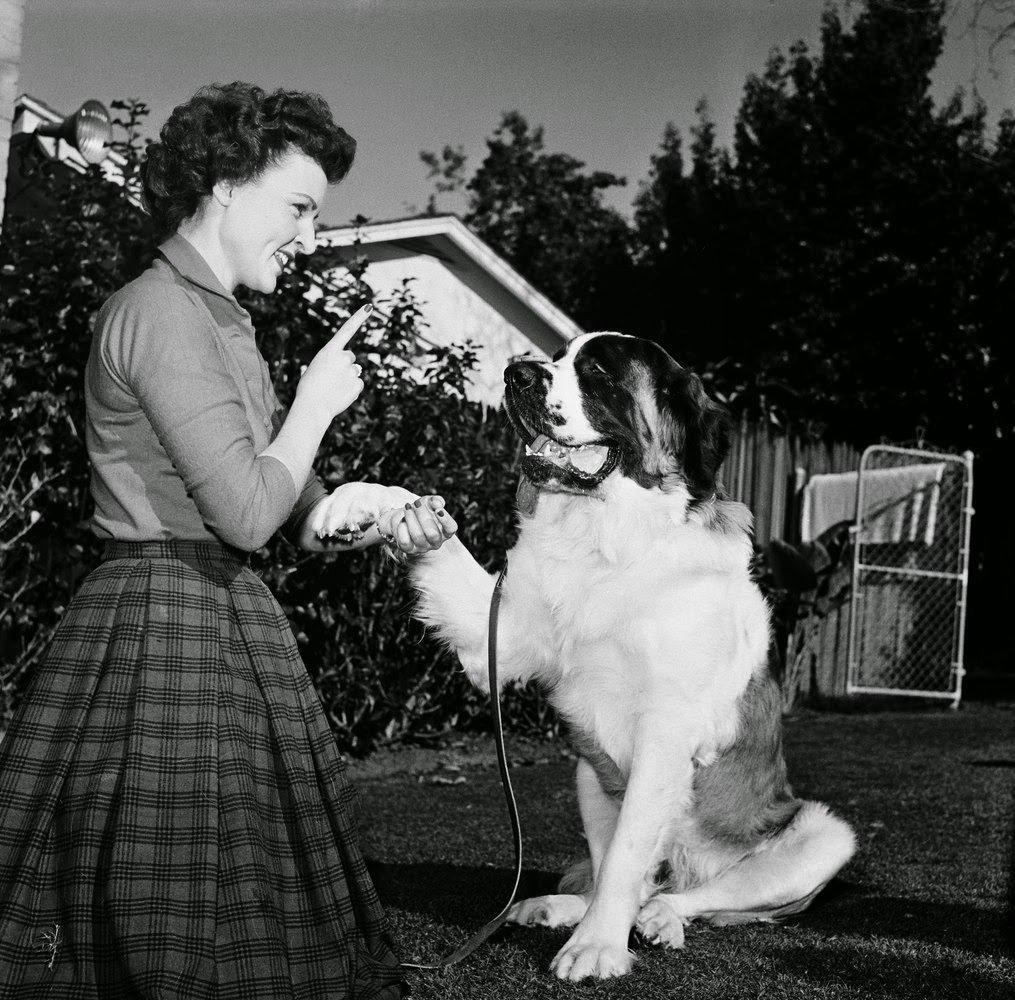 Betty White training her dog