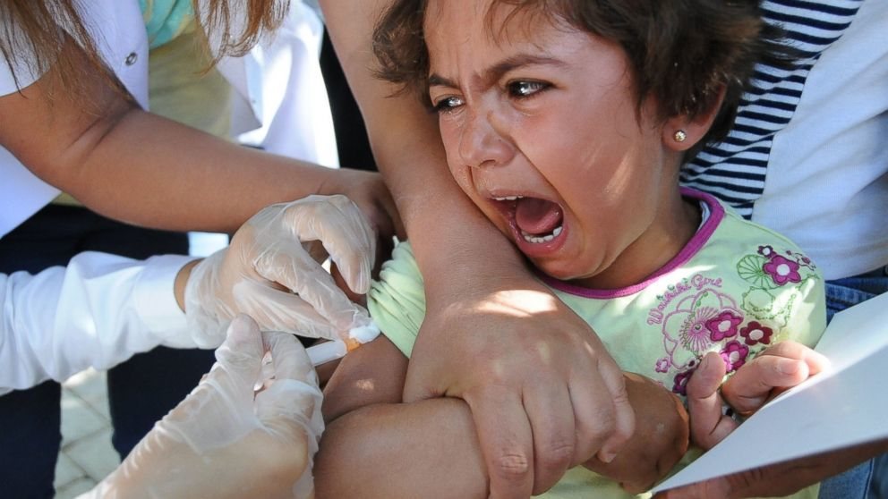 What every anti-vaxxer imagines, child in pain under vaccine