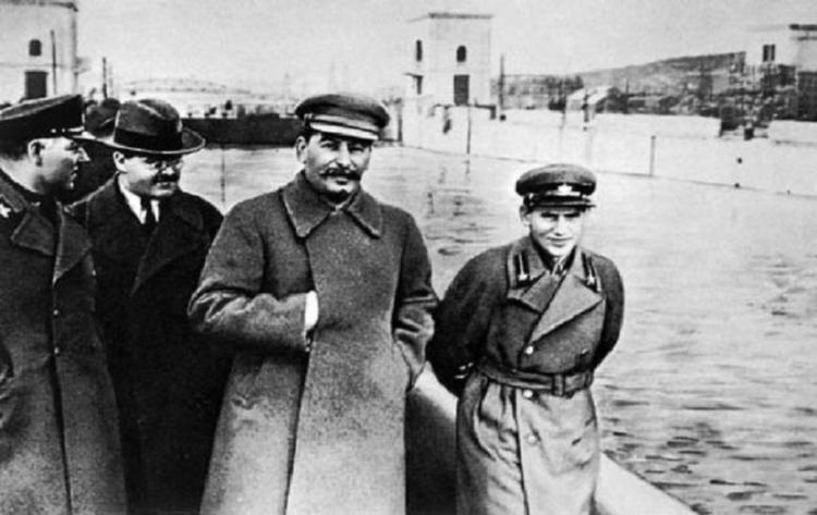 Famous Photoshopped Photos Yezhov