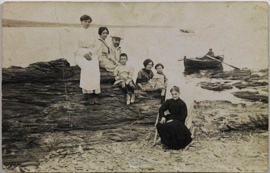 Vintage Spain Dali Family