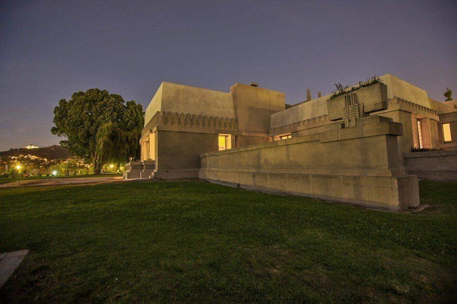 frank lloyd wright hollyhock house evening shot