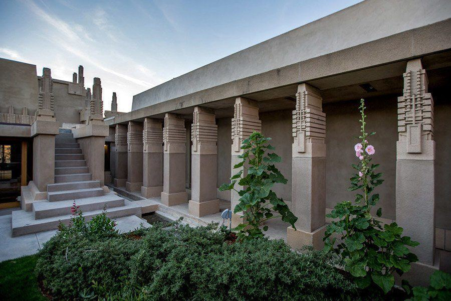 frank lloyd wright hollyhock house outdoor pillars