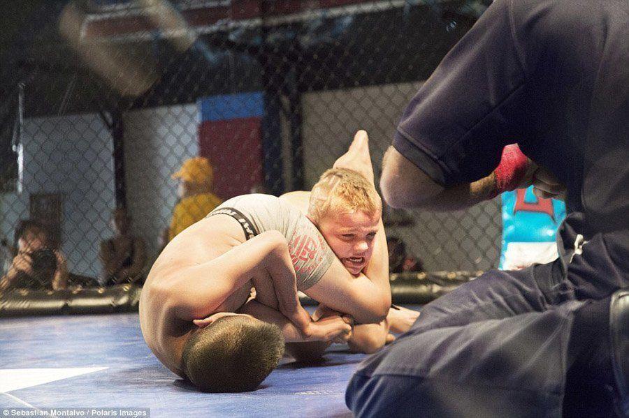 caged kids leg choke