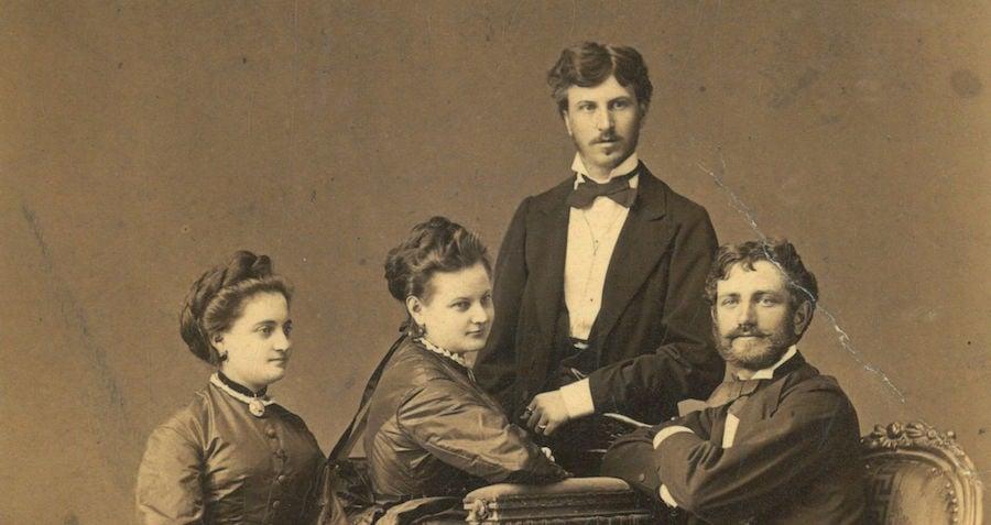 photographic studio of 1900