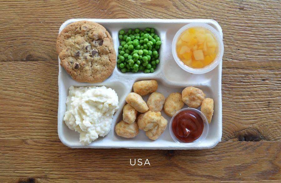 School lunches from the United States: Fried chicken nuggets, canned peas, potatoes