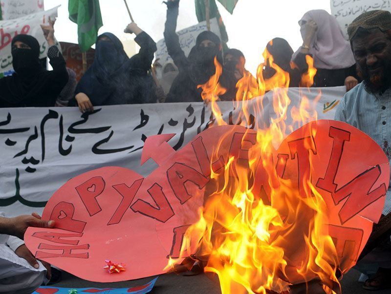 Pakistan Islamists Against V-Day