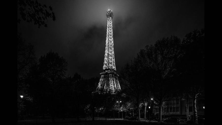 dark paris eiffel tower